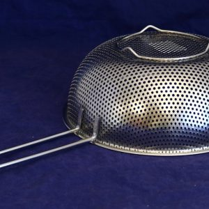 22.5 cm Strainer with handle
